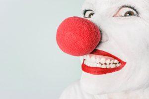 artiest-inhuren-clown-bij-opening-of-afsluiting