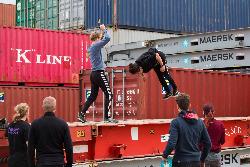 Freerunners-of-stuntmannen-doen-een-backflip